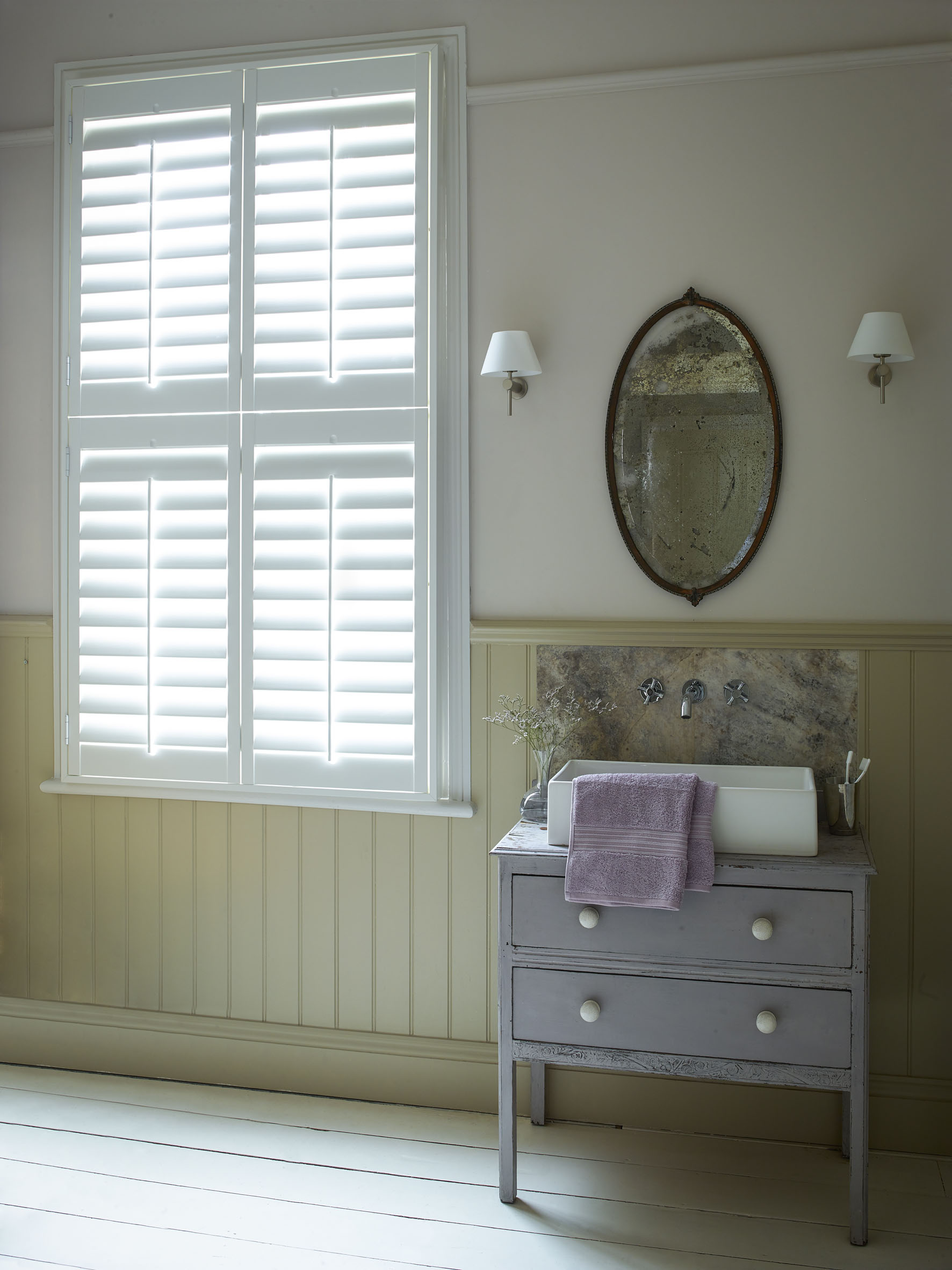 Tier on tier bathroom shutters